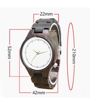Drewniany zegarek z jasną...